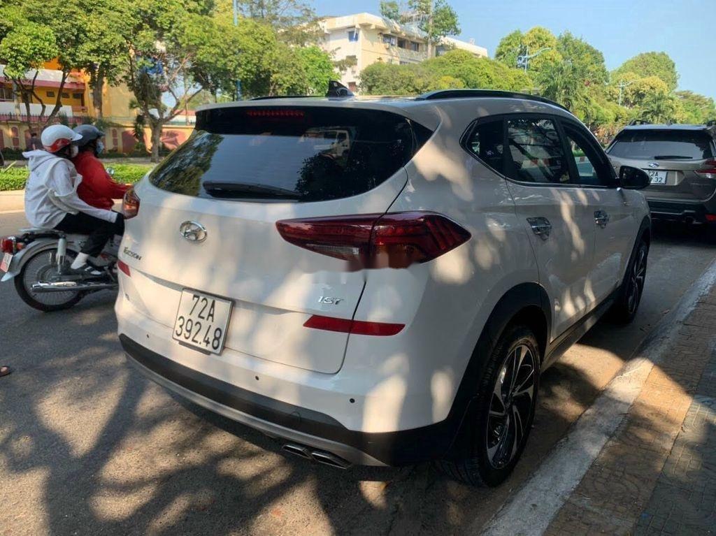 Xe Hyundai Tucson đời 2019, màu trắng chính chủ, giá tốt (4)