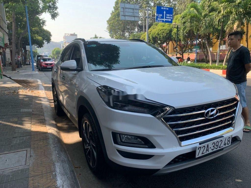 Xe Hyundai Tucson đời 2019, màu trắng chính chủ, giá tốt (3)