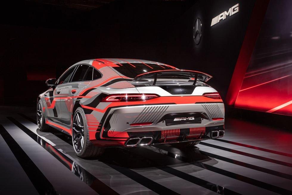 Mercedes-AMG trang bị công nghệ hybrid mới hiện đạihơn.
