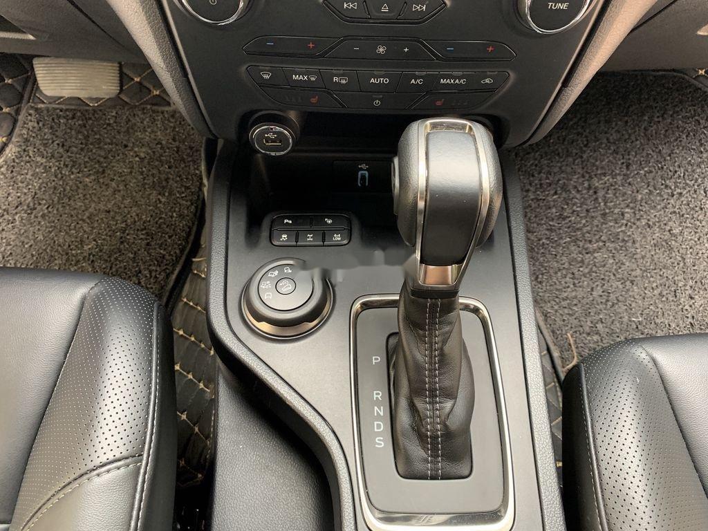 Cần bán Ford Everest đời 2019, màu xám, xe nhập (11)