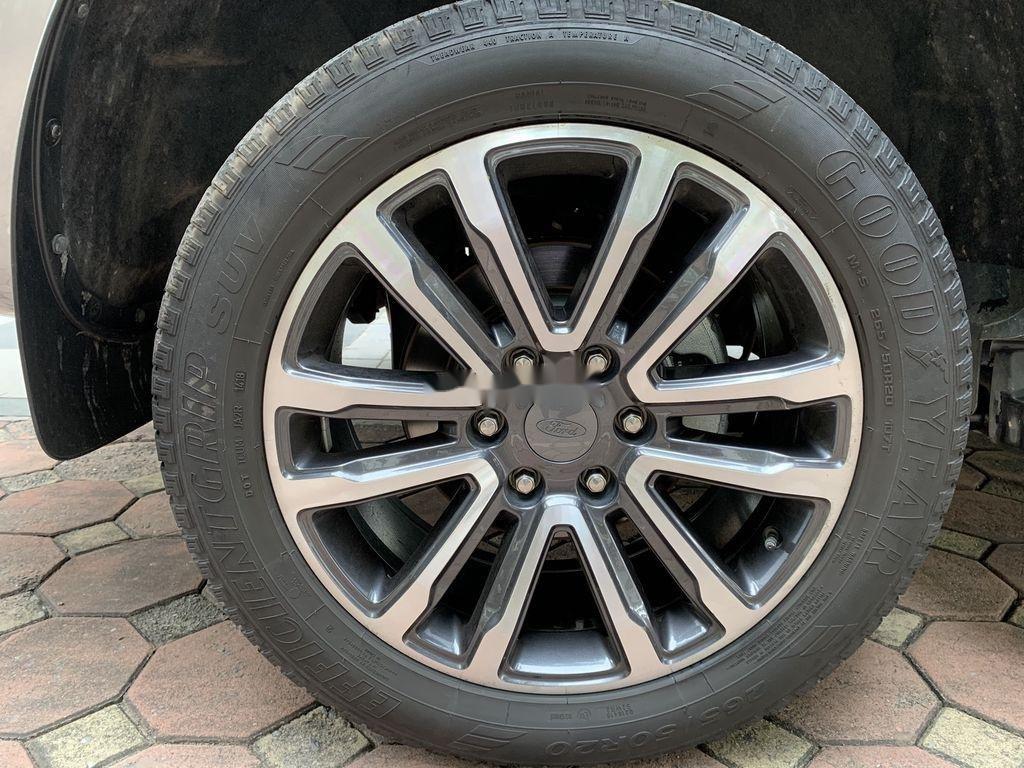 Cần bán Ford Everest đời 2019, màu xám, xe nhập (12)