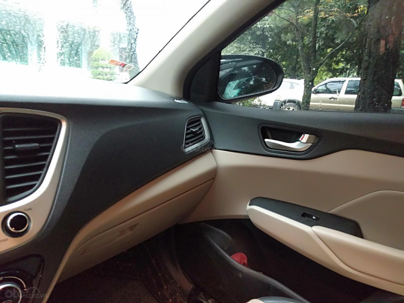[Chính chủ ] xe Hyundai Accent sản xuất 2020, màu đen còn mới (6)