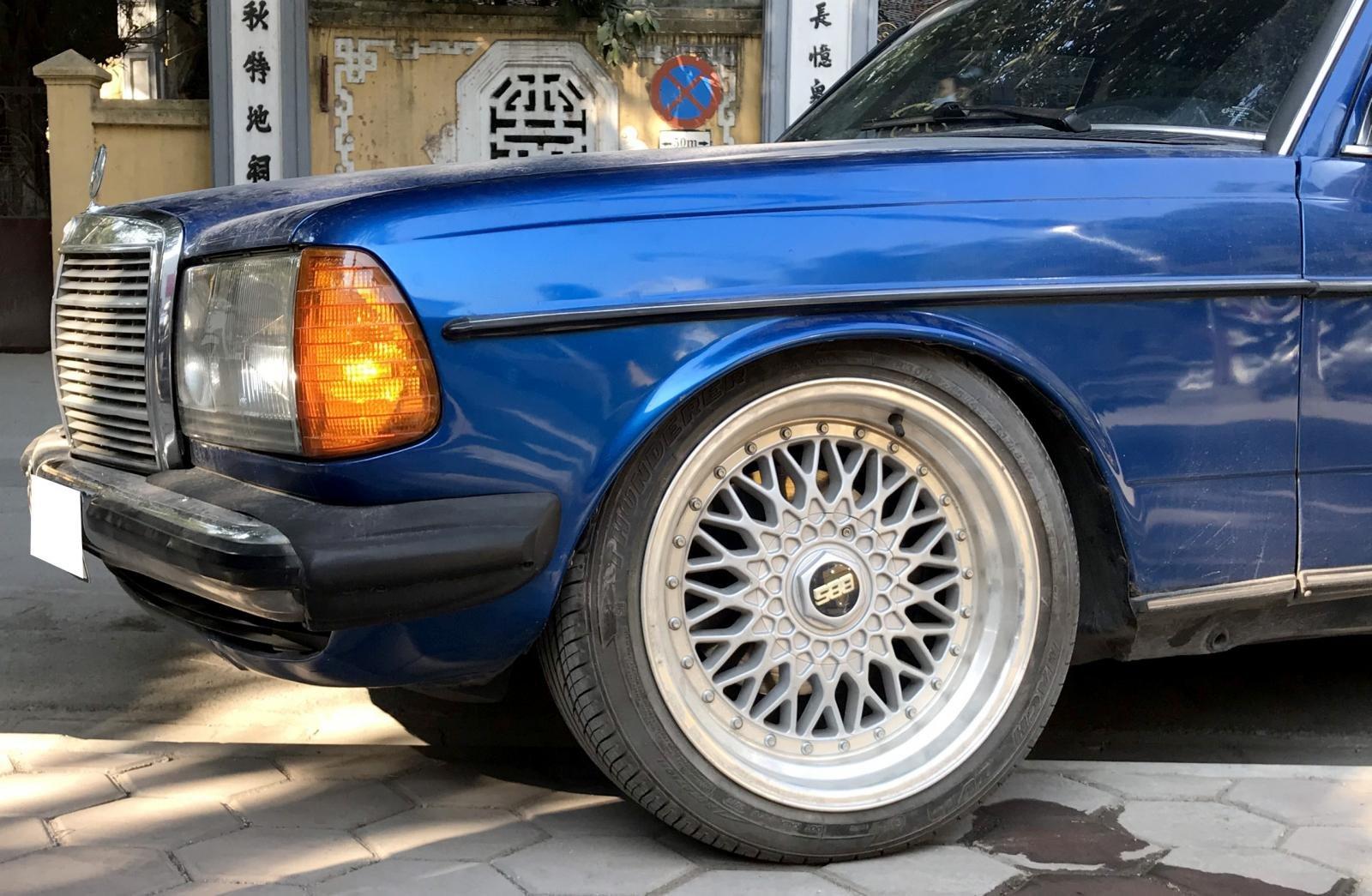 Mercedes Benz W123.