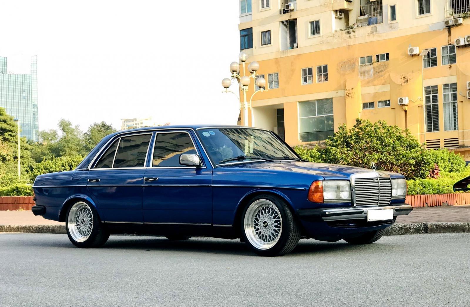 Mercedes 200 W123.