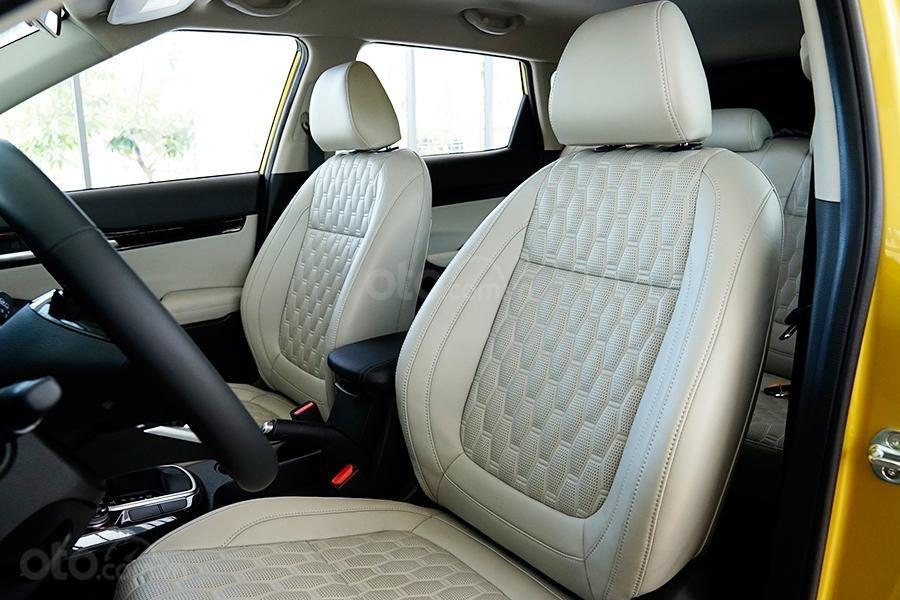 Nội thất xe Kia Seltos có nhiều chi tiết rất giống Hyundai Kona 1