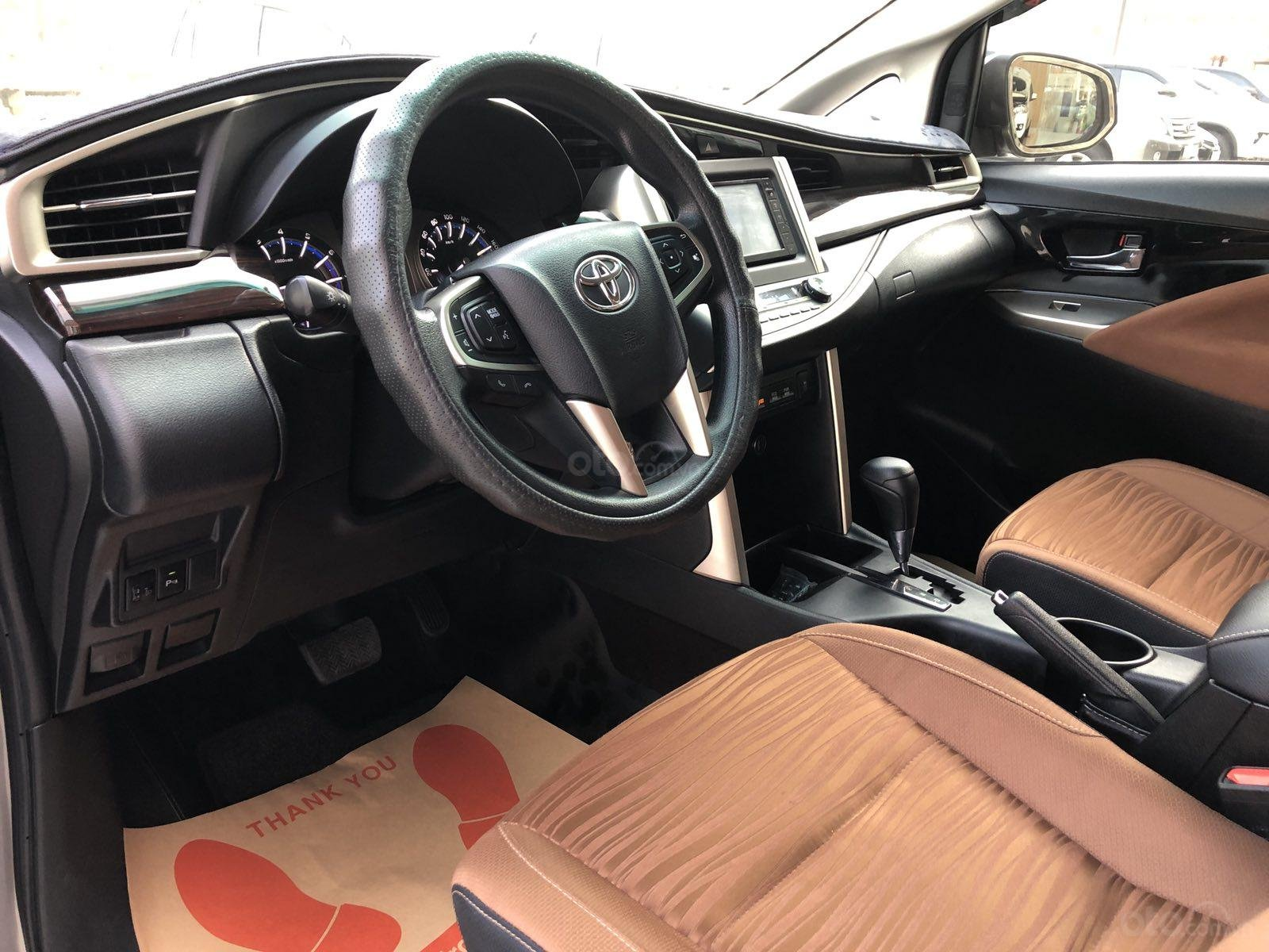 Cần bán xe Toyota Innova 2.0G AT 2017, màu đồng gia đình HCM đi 106.000km - xe cũ chính hãng Toyota Sure (6)