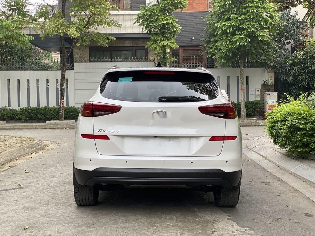 Cần bán xe Hyundai Tucson sản xuất năm 2019 còn mới (11)