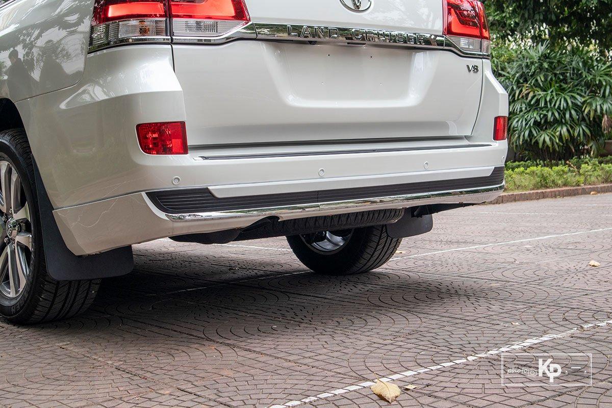 Ảnh Cản sau xe Toyota Land Cruiser 2021