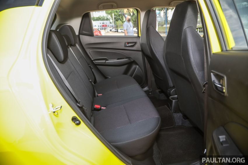 Suzuki Swift Sport 2021 với nội thất quen thuộc.