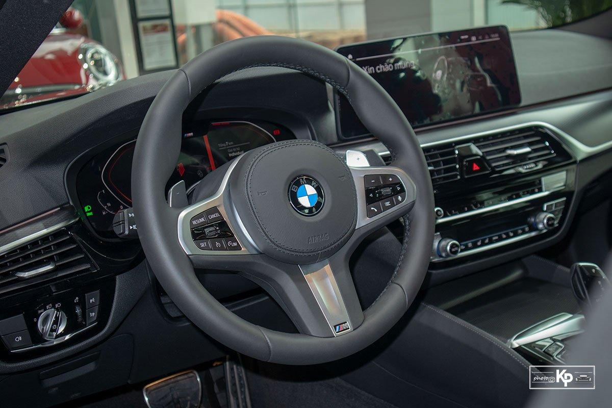 Ảnh Vô-lăng  xe BMW 5-Series 2021 a1