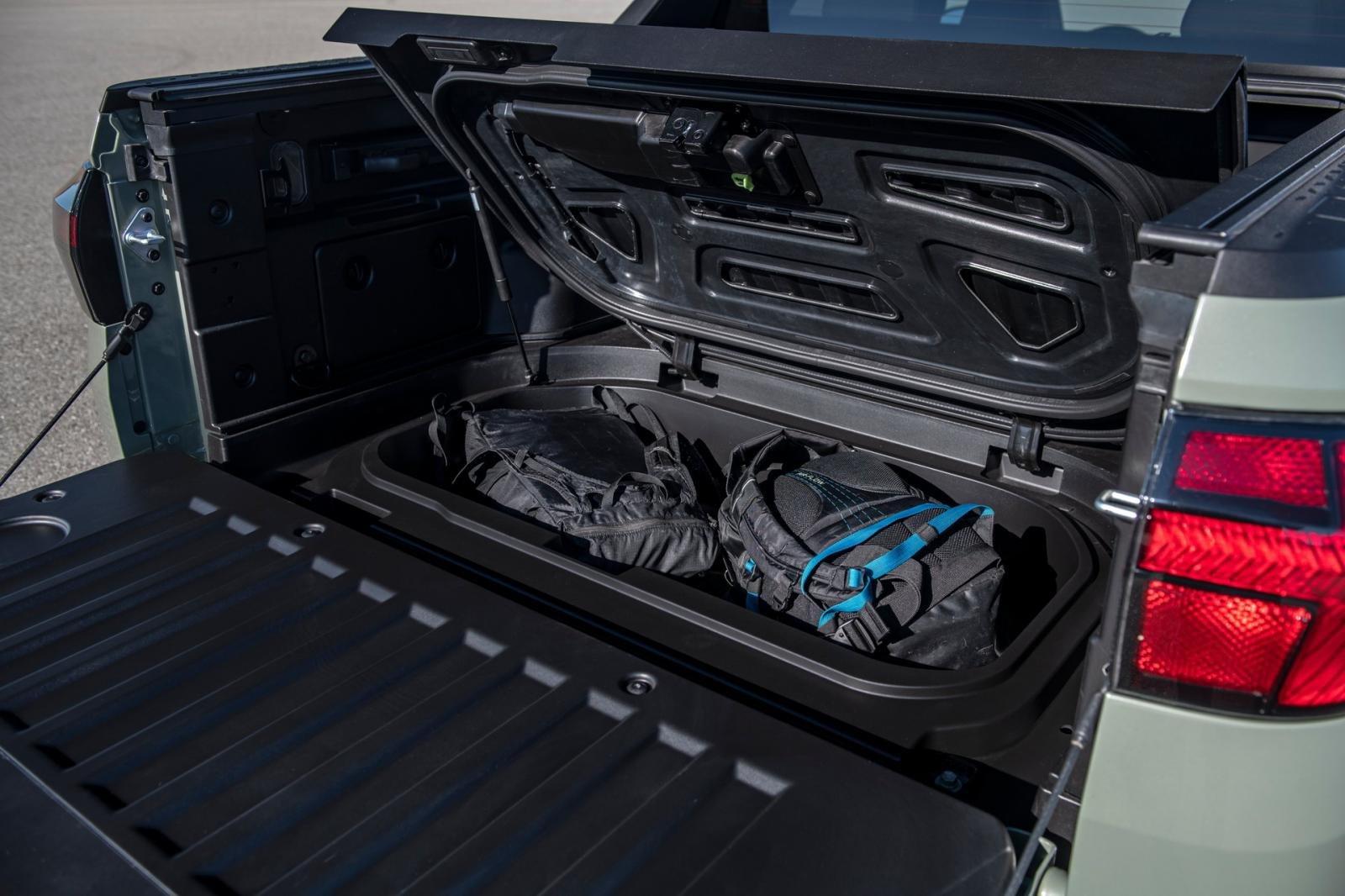 Hyundai Santa Cruz 2022 tối ưu hóa không gian hành lý.