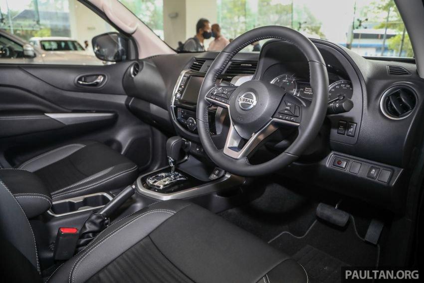 Nissan Navara 2021 đời mới với nội thất quen thuộc.
