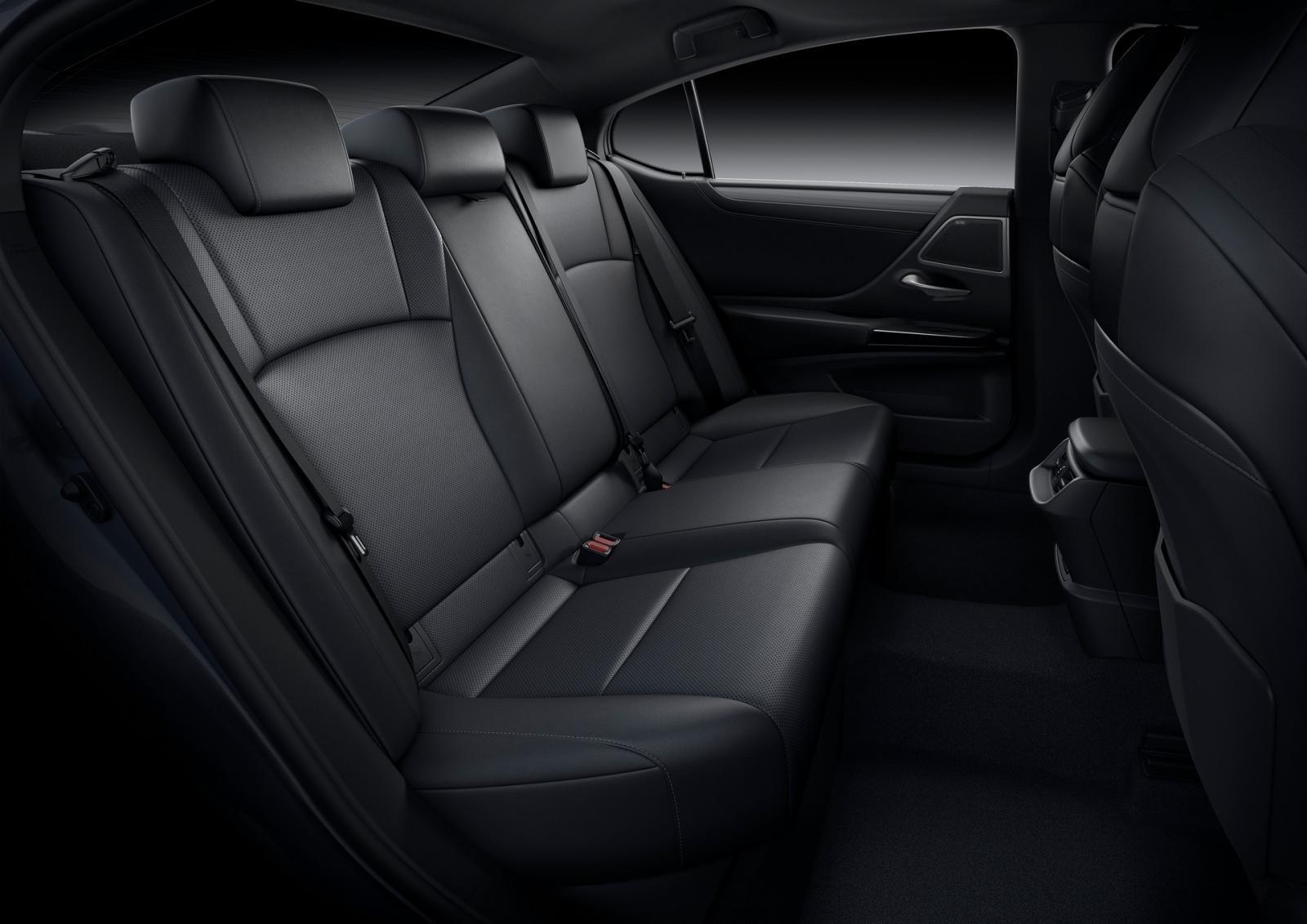 [Auto Shanghai 2021] Lexus ES 2022 facelift đảm bảo sự thoải mái và an toàn của người dùng là tiêu chí hàng đầu.