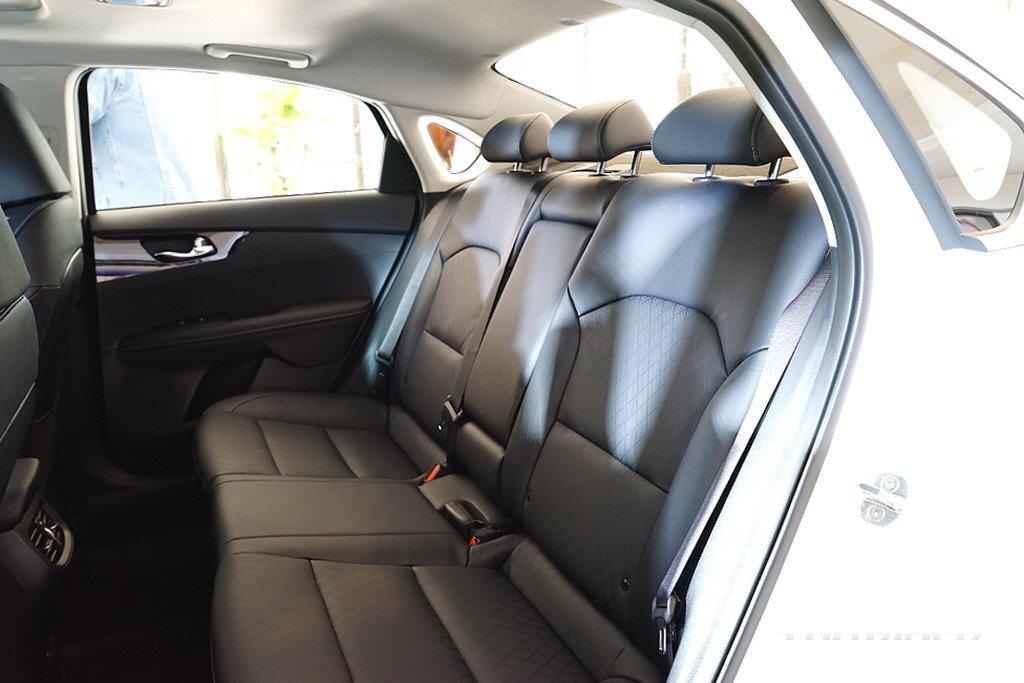 Kia Cerato 2021 với nhiều biến thể, trang bị đa dạng cho người dùng lựa chọn.