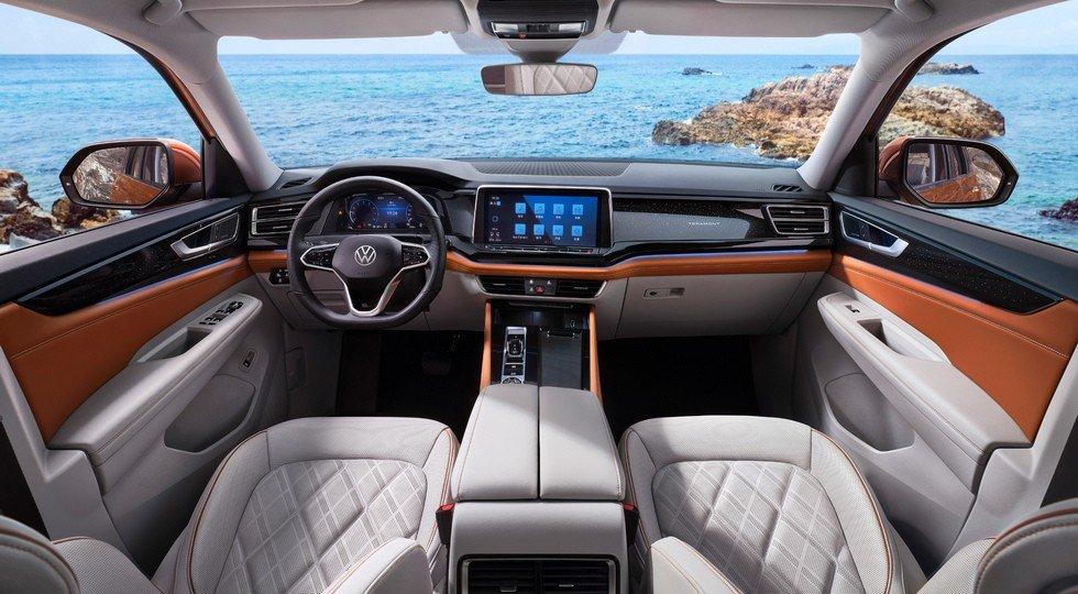 Volkswagen Teramont hiện đại và rộng rãi.