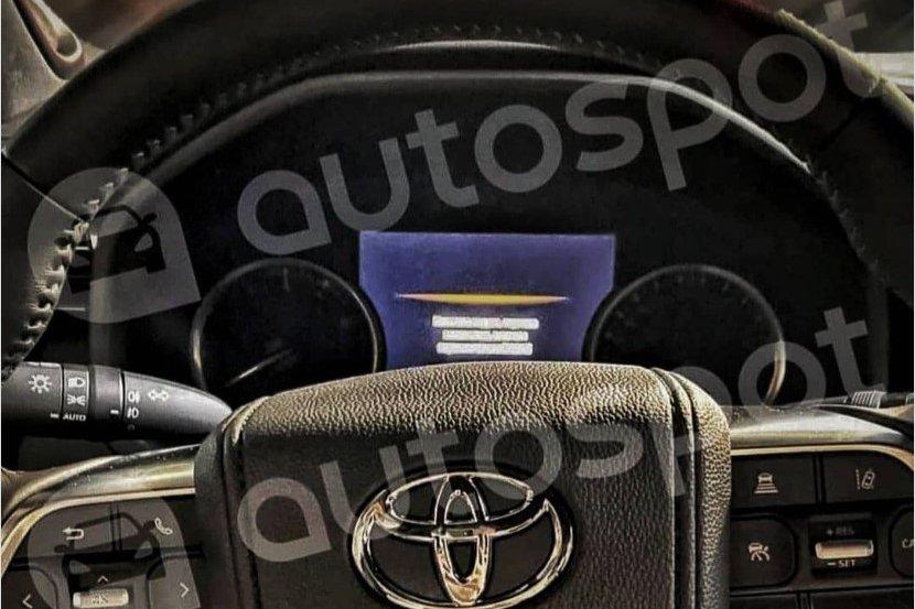 Lộ diện hàng dài Toyota Land Cruiser thế hệ mới tại bãi đỗ xe - Ảnh 4.