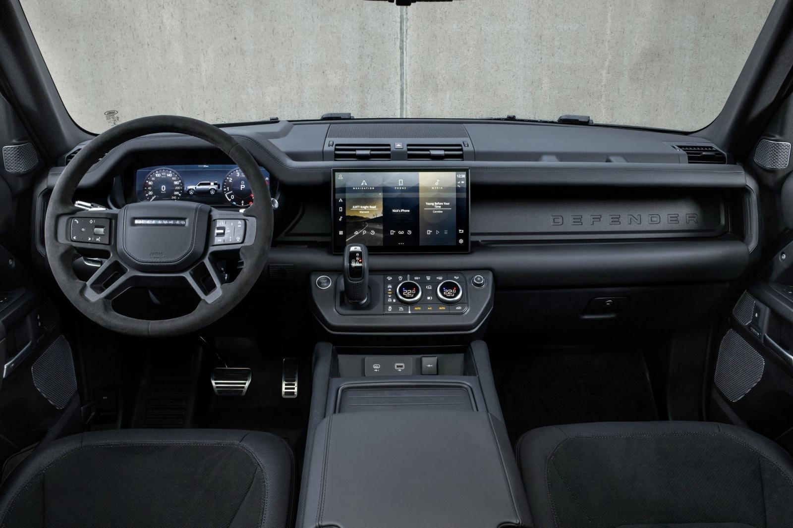 Land Rover Defender 2021 tích hợp công nghệ tối tân.
