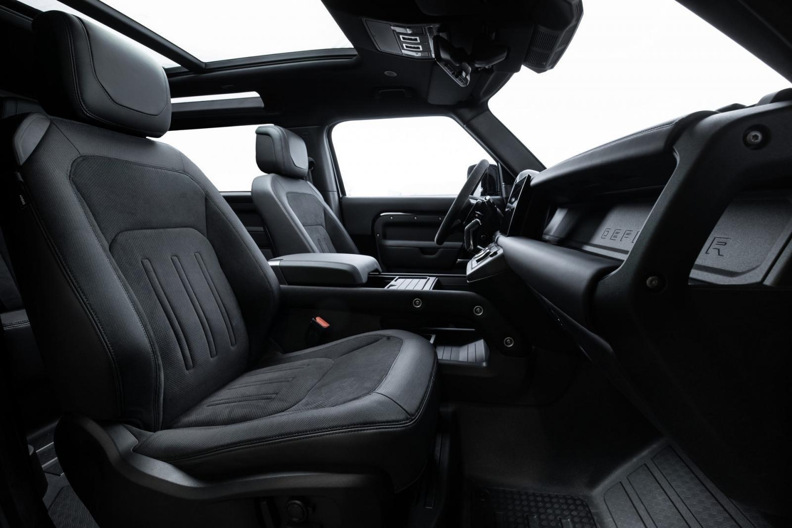 Land Rover Defender 2021 đảm bảo sự an toàn và độ thoải mái của người dùng.