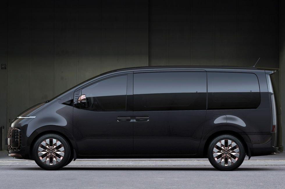 MPV Hyundai Staria rộng rãi, bắt mắt.