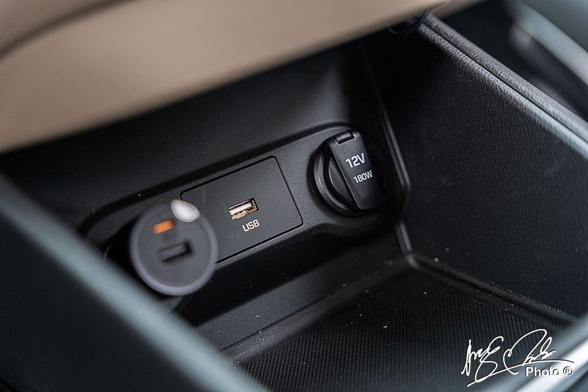 Chỗ để đồ trên Hyundai Accent 2021.