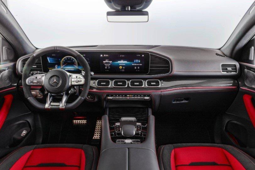 """Khoang nội thất trên xe GLE 53 4Matic+ Coupe không sử dụng chất liệu gỗ như những mẫu xe """"Mẹc"""" khác 1"""