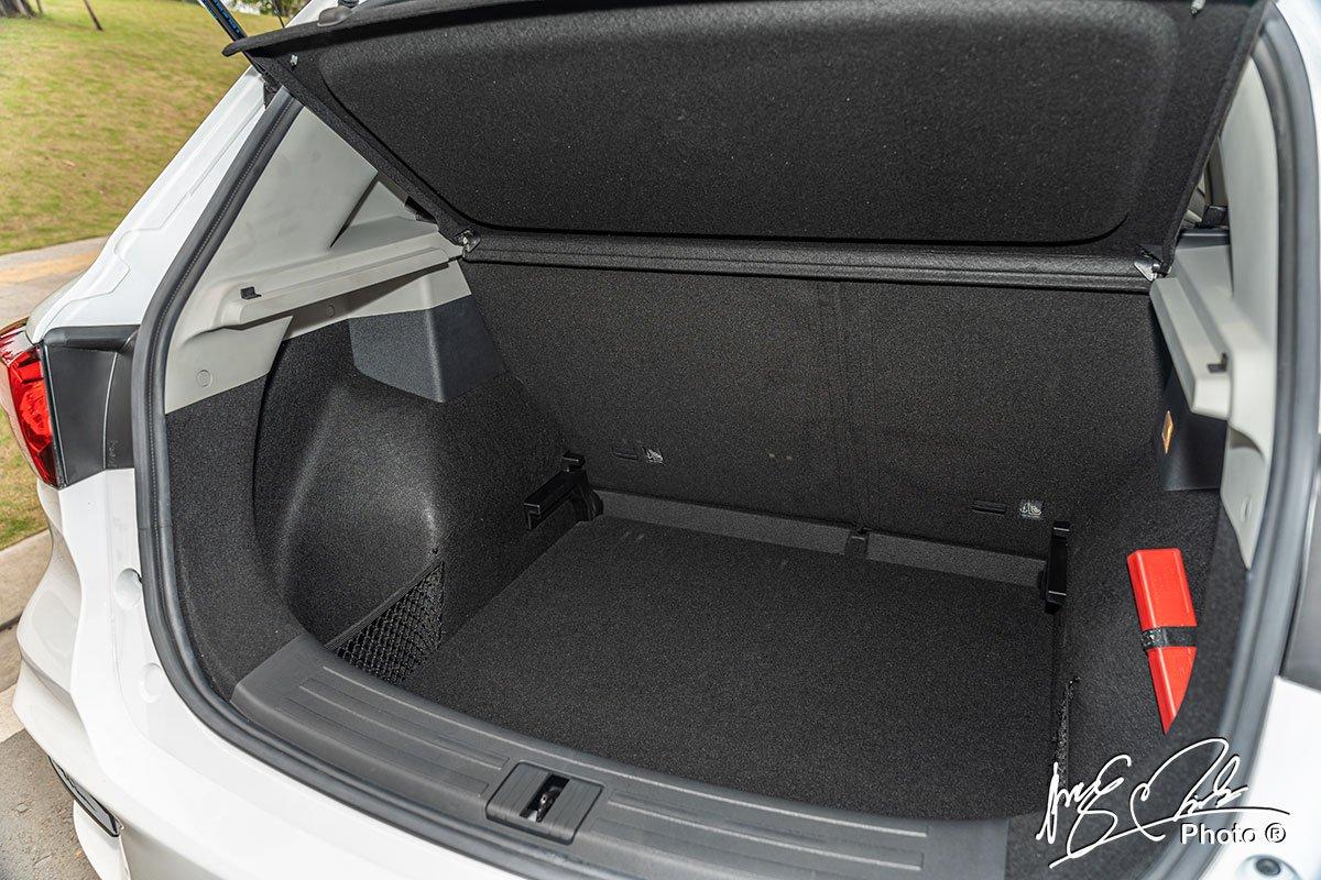 đánh giá xe MG ZS STD+ 2021: Khoang hành lý.