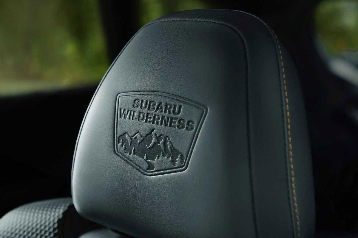 Ảnh Logo in ghế xe Subaru Outback 2022