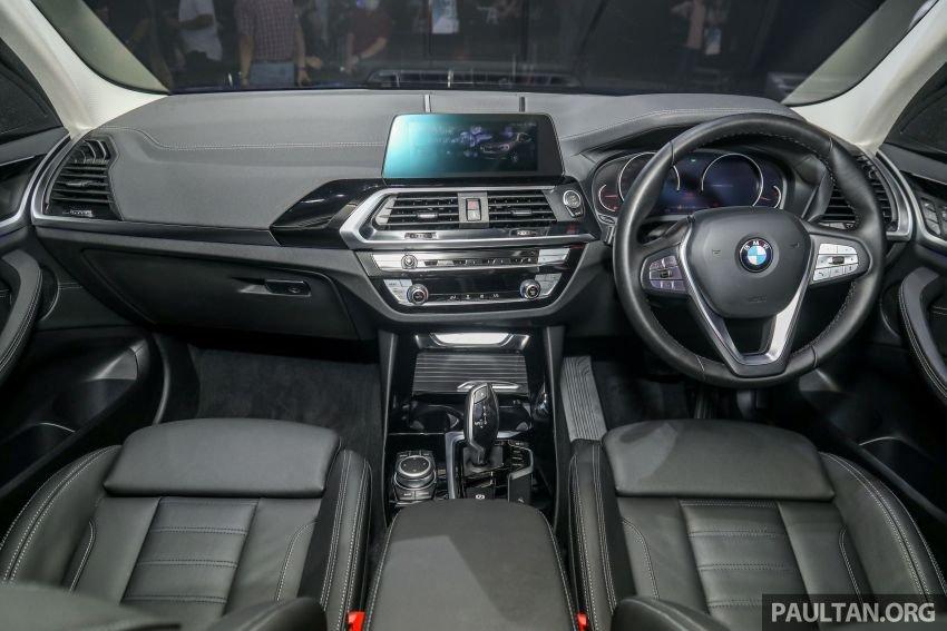 BMW X3 tích hợp trang bị an toàn cùng loạt tính năng tiện lợi hiện đại.