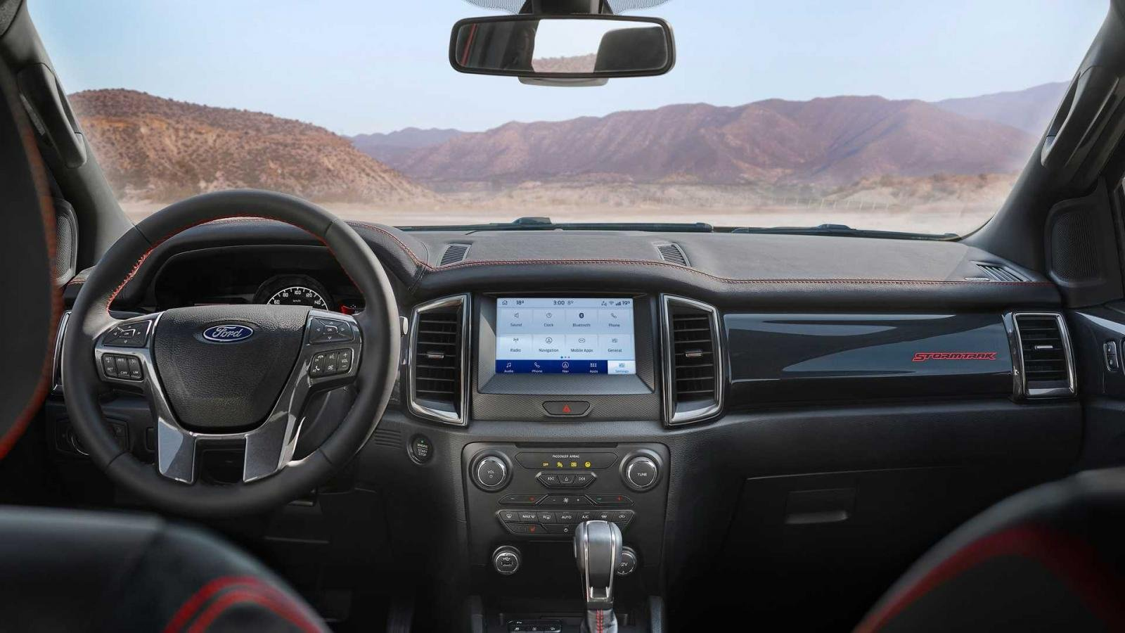 Nội thất Ford Ranger Stormtrak sang trọng và hiện đại.