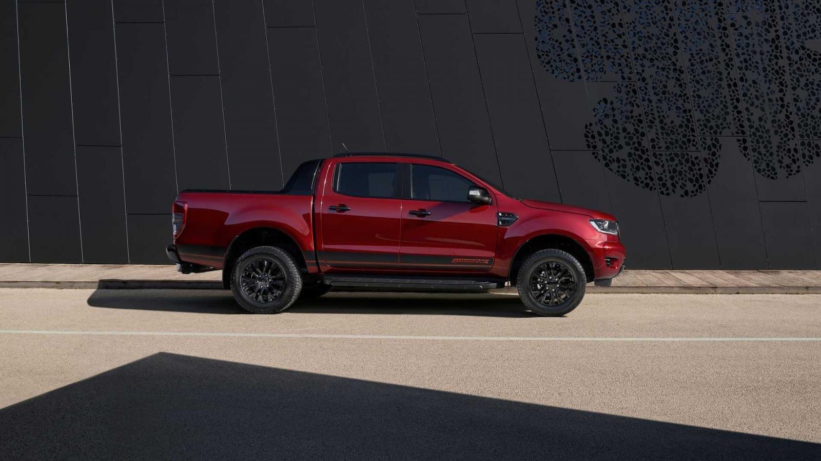 Ford Ranger Stormtrak bắt mắt với mọi góc nhìn.