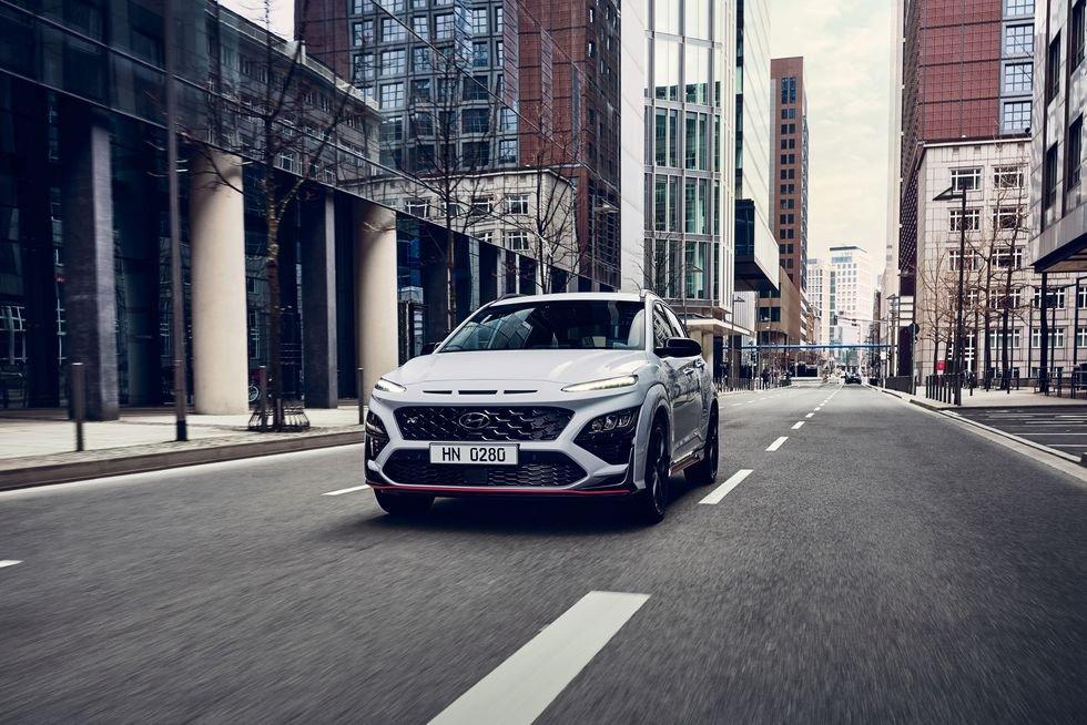 Hyundai Kona N 2022 ra mắt kèm theo tính năng tăng công suất khi cần.