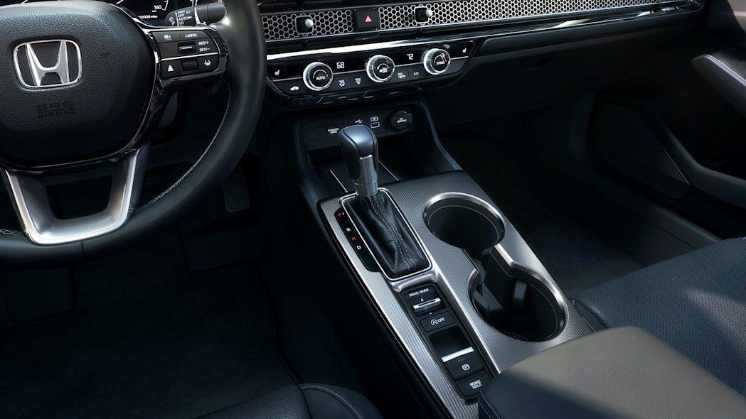 Honda Civic 2022 sedan cải thiện khả năng vận hành và xử lý.