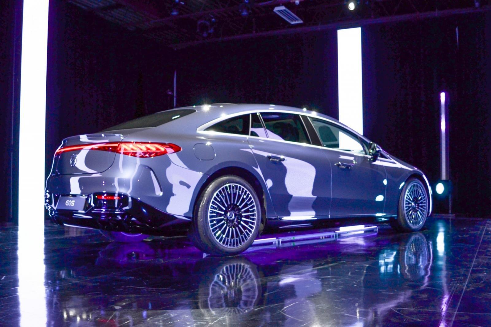 Mercedes-Benz EQS 2022 mạnh mẽ và thân thiện môi trường.