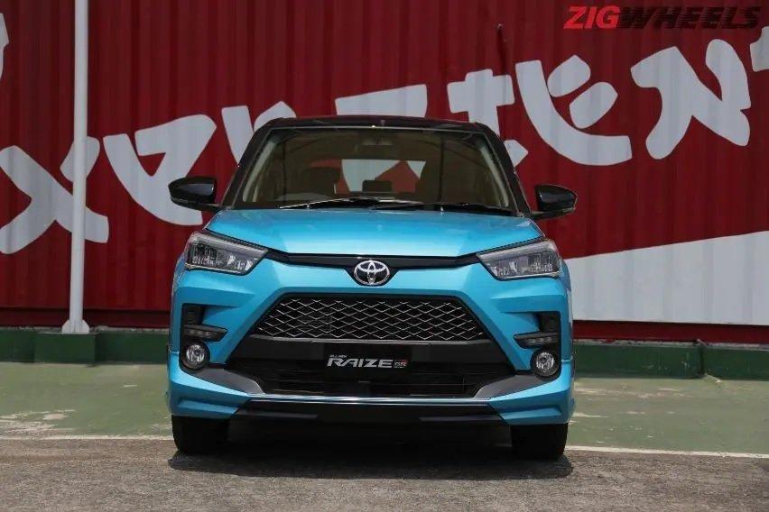 SUV giá rẻ Toyota Raize có cả bản số sàn và CVT.