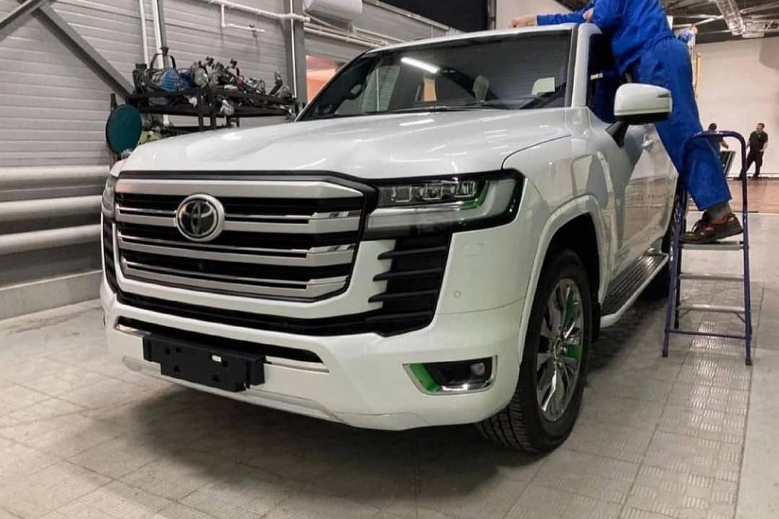 Đại lý nhận cọc Toyota Land Cruiser hoàn toàn mới, dự kiến giao xe cuối năm 2021 1