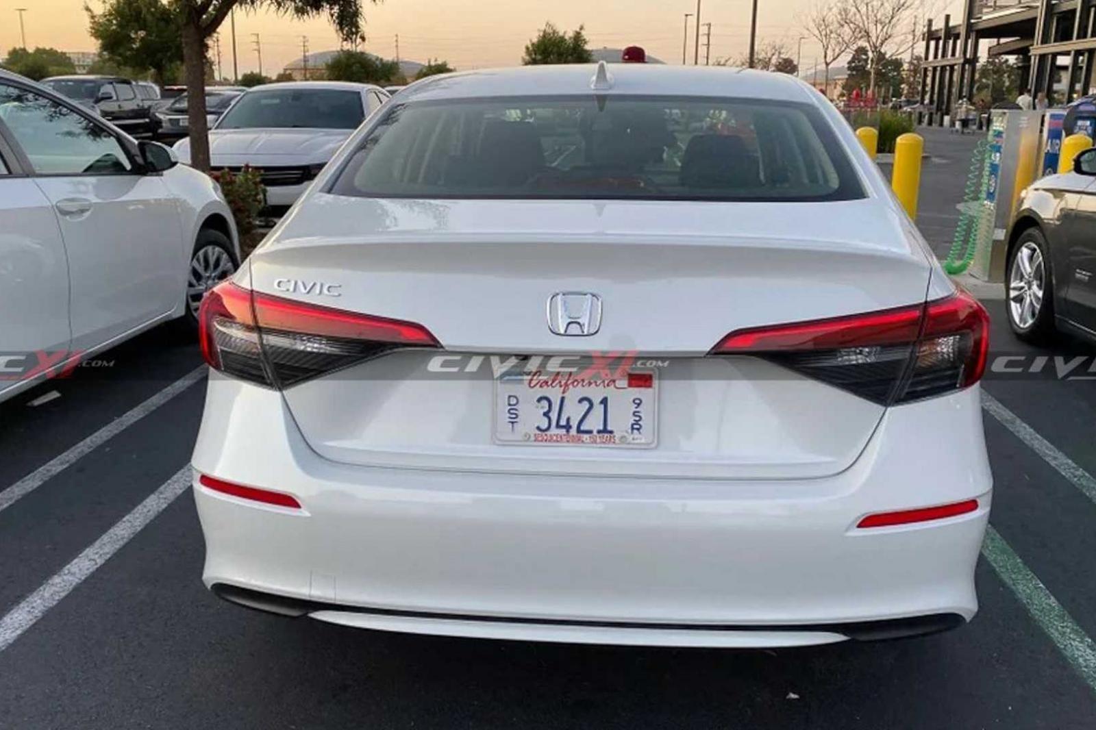 """Cận cảnh Honda Civic 2022 bằng """"xương bằng thịt"""" ngoài đời - Ảnh 2."""
