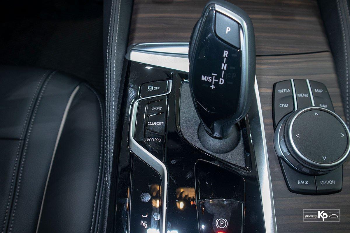 Chốt giá gần 2,5 tỷ đồng, BMW 520i Luxury 2021 có gì để đấu Mercedes-Benz E200 Exclusive a118