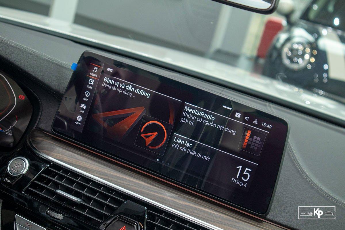 Chốt giá gần 2,5 tỷ đồng, BMW 520i Luxury 2021 có gì để đấu Mercedes-Benz E200 Exclusive a17