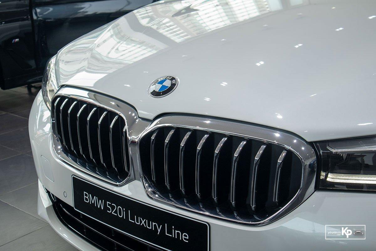 Chốt giá gần 2,5 tỷ đồng, BMW 520i Luxury 2021 có gì để đấu Mercedes-Benz E200 Exclusive a8