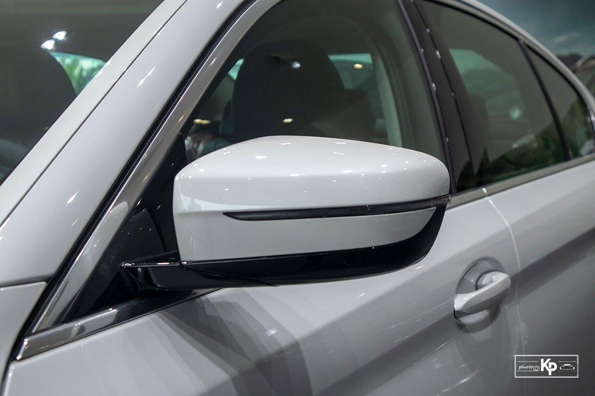 Chốt giá gần 2,5 tỷ đồng, BMW 520i Luxury 2021 có gì để đấu Mercedes-Benz E200 Exclusive a11