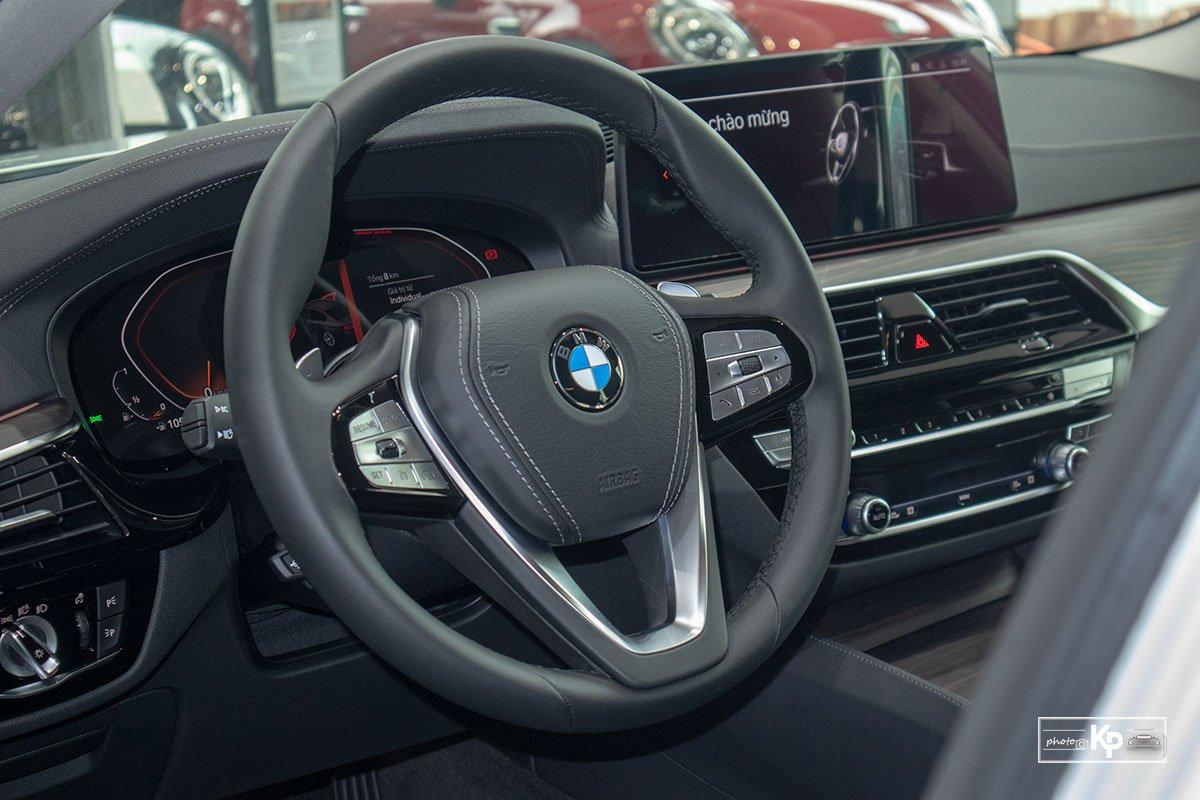 Chốt giá gần 2,5 tỷ đồng, BMW 520i Luxury 2021 có gì để đấu Mercedes-Benz E200 Exclusive a5