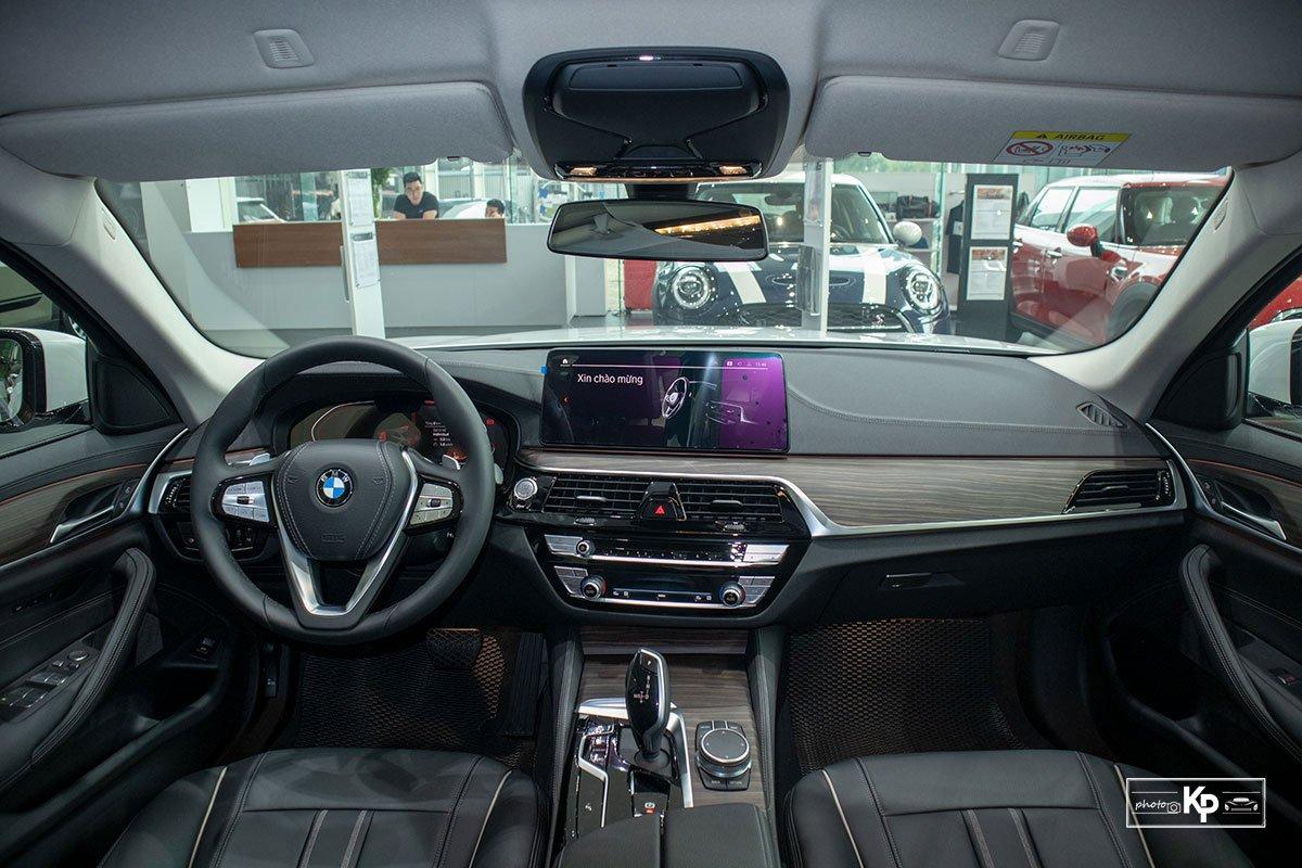 Chốt giá gần 2,5 tỷ đồng, BMW 520i Luxury 2021 có gì để đấu Mercedes-Benz E200 Exclusive a4