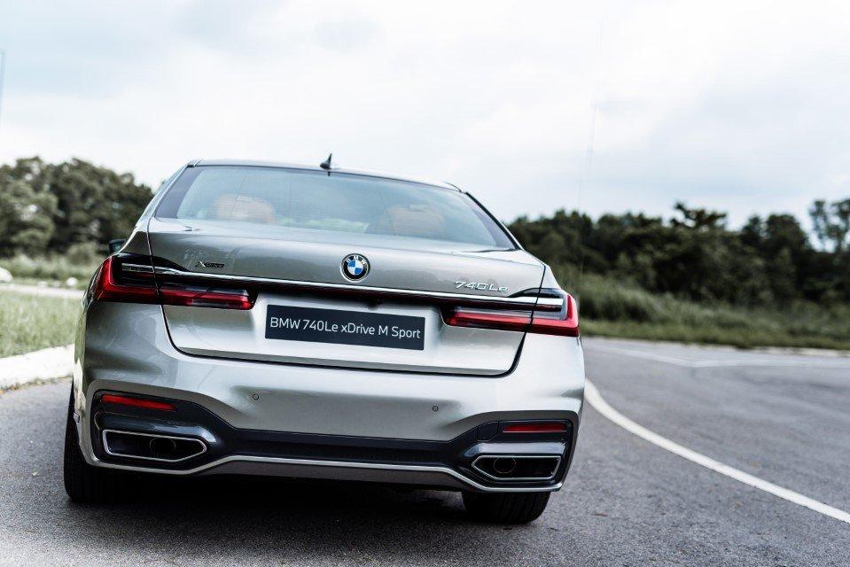 BMW 740Le xDrive M Sport sở hữu tiềm năng tốc độ cực đỉnh.