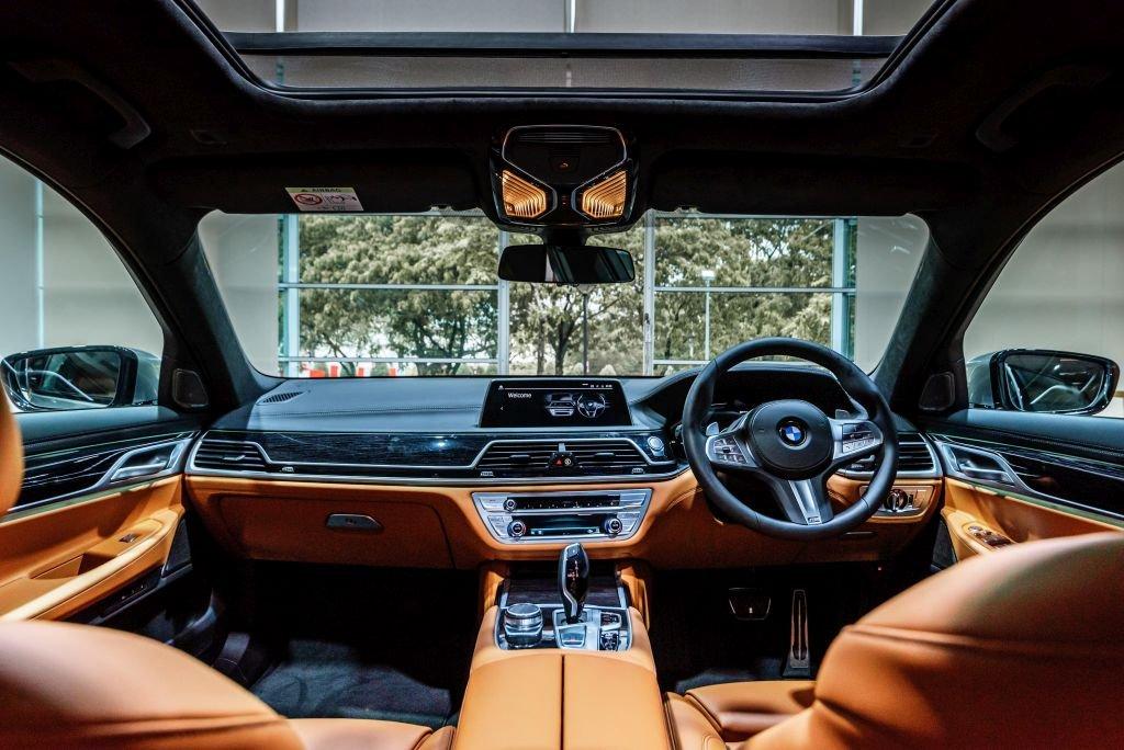 BMW 740Le xDrive M Sport trang bị tối tân.