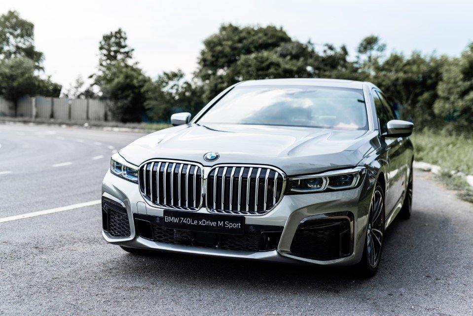 BMW 740Le xDrive M Sport mới chào giá hơn 3,3 tỷ đồng.