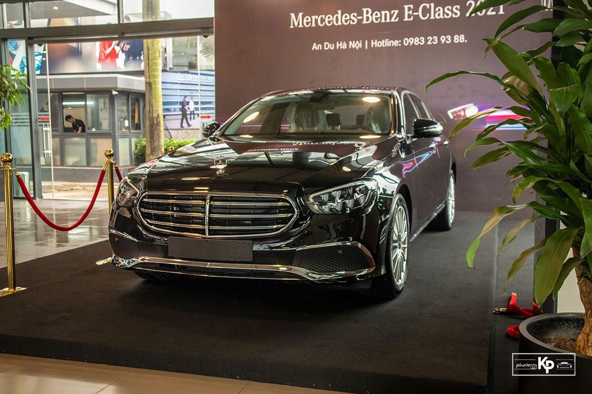 Mercedes-Benz E200 Exclusive 2021 giá hơn 2,3 tỷ đồng có gì đặc biệt? a1