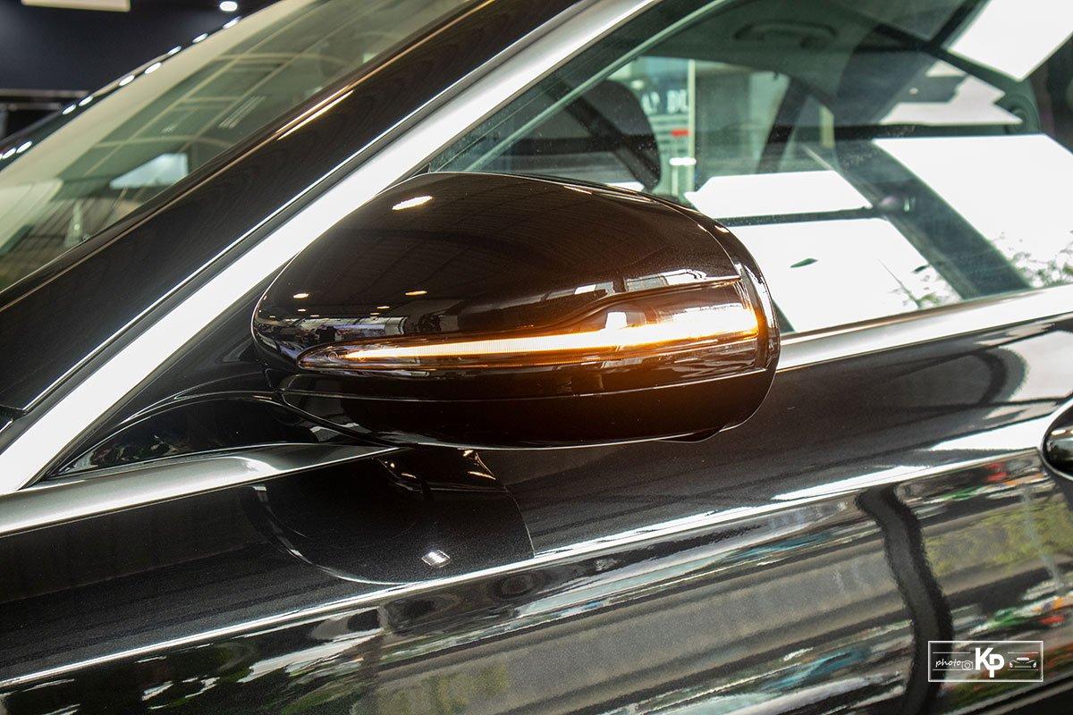 Mercedes-Benz E200 Exclusive 2021 giá hơn 2,3 tỷ đồng có gì đặc biệt? a10