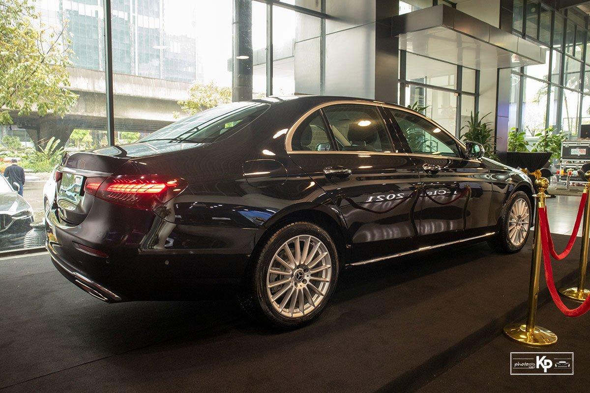 Mercedes-Benz E200 Exclusive 2021 giá hơn 2,3 tỷ đồng có gì đặc biệt? a5