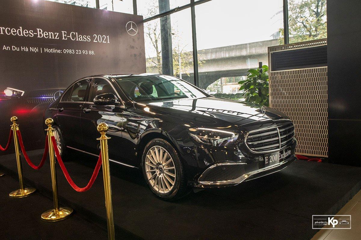 Mercedes-Benz E200 Exclusive 2021 giá hơn 2,3 tỷ đồng có gì đặc biệt? a4