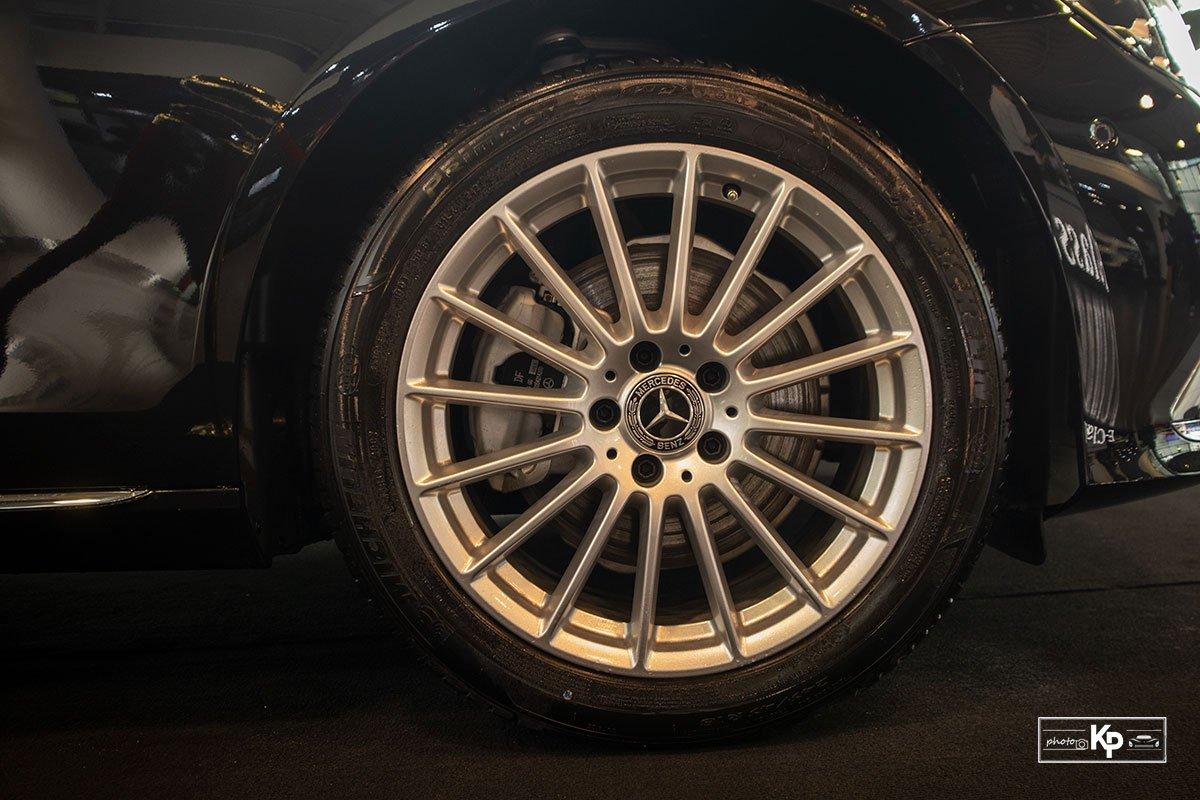 Mercedes-Benz E200 Exclusive 2021 giá hơn 2,3 tỷ đồng có gì đặc biệt? a9